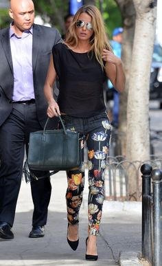 Blake lively - basic black top + printed pants