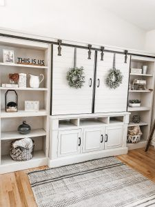 Decorating your bookcases or built-ins are a great way to add life and freshen up any room. Check out these tips on how to style your bookcases. Built In Shelves Living Room, Bookshelves Built In, Living Room Remodel, New Living Room, Living Room Decor, Bookcases, Living Room Ideas With Tv, Living Room Entertainment Center, Entertainment Stand