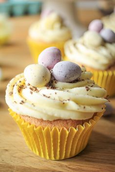 Get baking this Easter with our rundown of top 10 EPIC desserts! #mealplanning #recipeideas #cake #cupcakes #easter #trifle #delicious #tasty. View recipe at globescoffers.com