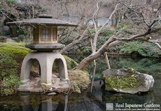 Happō-en, a small pond garden in Tokyo. Often used for weddings in traditional Japanese as well as western style. http://www.japanesegardens.jp/gardens/secret/000104.php  | Real Japanese Gardens