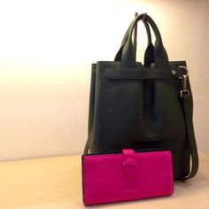 Emily tote in military green leather and wallet in fuchsia leather