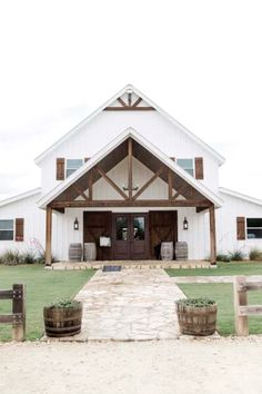 Blaithin & Marcus- Blue Pastel Derby Inspired Wedding at Five Oaks Farm – BeatBox Portraits Barndominium, Metal Building Homes, Building A House, Style At Home, Carport Modern, Plan Garage, Casas Containers, Barn House Plans, Metal House Plans
