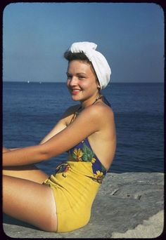 vintage everyday: 20 Wonderful Color Photos of Chicago Women in Swimsuits in the 1940s