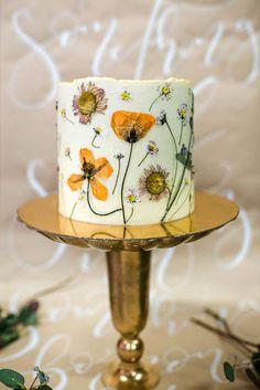 Rustic + Eco-friendly Wedding Inspiration at The Lodden Brewery - Rustic + Eco-. - Rustic + Eco-friendly Wedding Inspiration at The Lodden Brewery – Rustic + Eco-friendly Wedding - Wedding Cake Prices, Cool Wedding Cakes, Wedding Cake Toppers, Petal Cake, Sustainable Wedding, Cake Trends, Floral Cake, Wedding Inspiration, Wedding Ideas