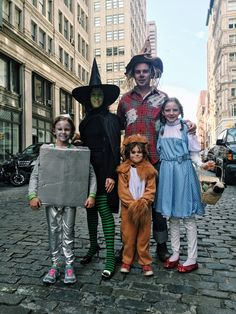 Family Halloween costumes done right. Wizard of Oz