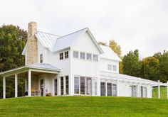 Do you love the Modern Farmhouse Look?  Today we have some inspiration and simple tips to bring the style into your own home. Image:  Moller Architecture via Home Bunch Exterior The Modern Farmhouse style is a a blend of contemporary clean lines with a classic farmhouse style.  The exterior of the Modern Farmhouse is usually a … Read more...