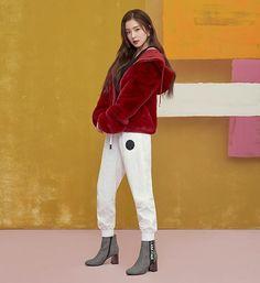 Red Velvet's Irene models trendy fall look with 'Nuovo' shoes Red Velvet アイリン, Irene Red Velvet, Fashion Idol, Girl Fashion, Womens Fashion, Seulgi, Rapper, Red Velvet Photoshoot, Red Velet