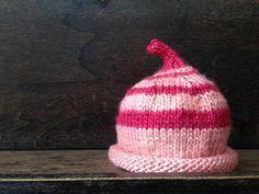 Je vous propose de réaliser ce bonnet avec La Marielle, une laine de soie de mûrier à 100%, qui est douce, soyeuse, et parfaite pour les petits bébés.