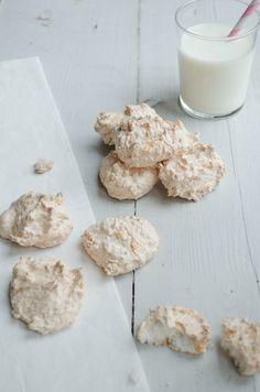 kokoskoekjes voor als je eiwit over hebt. Suiker heb ik vervangen door (wat minder) kokosbloesemsuiker