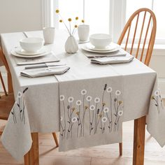 Designed with modern scandi floral embroidery, this tablecloth has a soft brushed texture and is machine washable for ease of cleaning. Ideal to dress the table. Dining Table Cloth, Table Runner And Placemats, Table Linens, Broderie Simple, Floral Tablecloth, Tablecloth Ideas, Modern Table Runners, Table Covers