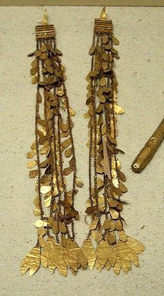 gold earrings, 2-3 century b.c., archeology museum, istanbul