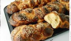 Τσουρέκια χωρίς Ζύμωμα! Greek Sweets, Greek Easter, Little Corner, Bread Bun, Greek Recipes, Sweet Bread, Pretzel Bites, Waffles, Sausage
