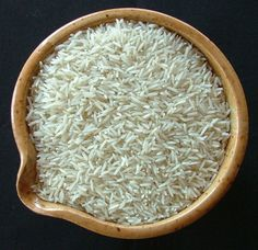 How To Cook The Perfect White Basmati (Indian Rice) Long grain Indian Basmati rice is a little different from the typical white rice. It is long and thin and, if cooked properly, can be light and fluffy and delicious. Pakistani Rice, Indian Food Recipes, Vegan Recipes, Cooking Basmati Rice, Rice Cereal, Jasmine Rice, White Rice, Brown Rice, Indian
