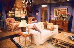 The One with the Purple Walls: The Interior Design of Friends Purple Walls, White Walls, Friends Scenes, Friends Tv, Rachel Friends, Monicas Apartment, Friends Apartment, 1st Apartment, Dream Apartment