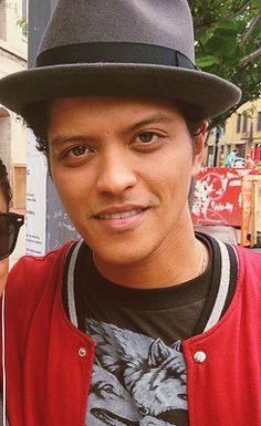 A sexy angel. Can the two go together? In Bruno they go together PERFECTLY!!! <3