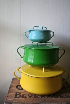 Lovely colourful vintage cookware <3