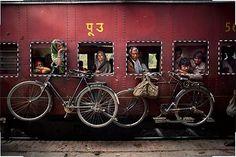 9 Photo Composition Tips, As Seen in Photographs by Steve McCurry (+RUS: http://www.adme.ru/tvorchestvo-fotografy/9-pravil-genialnogo-snimka-875160/)