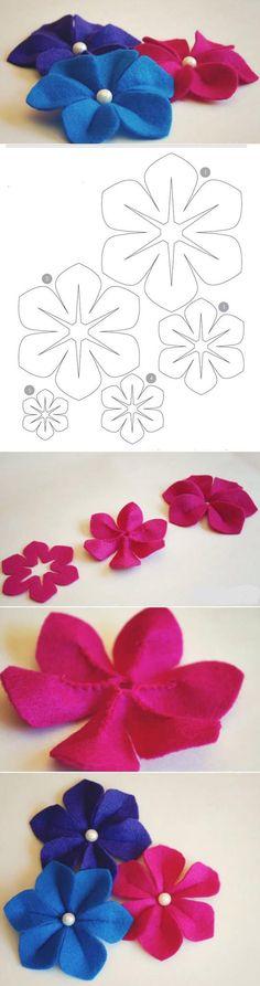 Resimdeki Şablonu kullanarak keçe kumaşından basit yapılan fakat çok şık görünen ortası inci boncuklu dekoratif keçe çiçekler yaparak bu çiçekleri hem evinizin dekorasyonunda hem arkalarına çengell…