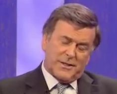 The news on Sir Terry Wogan sadly passing away has shocked thousands, and have turned to Twitter to send in their respects to a TV legend.