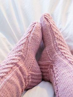 Helpot pitsivillasukat Novitan ohjeella | Bonjour Positivity Socks, Positivity, Knitting, Hot, Fashion, Knitting Socks, Moda, Tricot, Fashion Styles