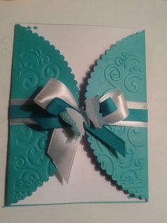 invitacion 15 años papel turquesa embosado mate. Quince Invitations, Handmade Invitations, Lace Wedding Invitations, Wedding Anniversary Cards, Wedding Cards, Card Making Designs, Diy Gift Box, Embossed Cards, Folded Cards