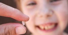 Avete mai giocato con i vostri bambini al gioco della fatina dei denti? Sapete, quel gioco dove gli dite di nascondere il dentino caduto sotto il cuscino così che una piccola magica creatura può compa