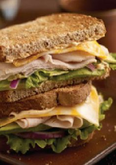 This Santa Fe Turkey Sandwich with BIG Slice Colby Jack cheese gets a boost of flavor from Chipotle flavored mayonnaise and creamy avocado. Slow Roasted Turkey, Smoked Turkey, Turkey Sandwiches, Wrap Sandwiches, Gourmet Sandwiches, Sandwich Fillings, Sandwich Recipes, Vegetarian Stuffed Peppers, Kraft Recipes