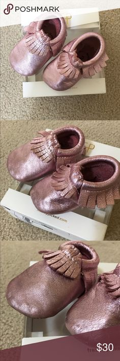 Freshly Picked Leather Moccasin size 2 Gently used leather moccasin by Freshly Picked in the color Frosted Rose which is metallic pink color. Made of ultra soft and durable premium Italian leather. Size 2 or or 6-12 months.  Elastic at the opening makes the shoes easy to put on, easy to take off, and most importantly: they stay on your child's foot.  Comes with box. It's about time I sell these, my little girl is almost 2! Freshly Picked Shoes Moccasins