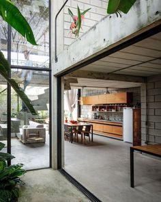 Geometric concrete dwelling emerges in Sao Paulo designed by architecture studio Terra e Tuma Arquitetos Associados
