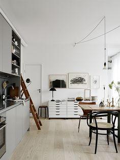 graue Küche mit grauer Arbeitsplatte