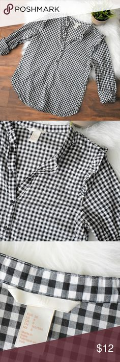 Gingham Ruffle Trim H&M Henley Adorable henley top purchased from H&M in a black and white gingham pattern. Sup er cute ruffle detail at both shoulders. Sleeves can be worn long or rolled up. Size 6 and in great condition! H&M Tops Blouses