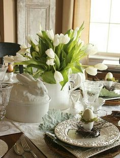stonegable an easy easter table using a formula Decoration Table, Table Centerpieces, Centerpiece Ideas, Easter Centerpiece, Easter Table Settings, Easter Parade, Easter Celebration, Easter Holidays, Deco Table