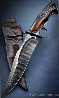 See photos of the latest and greatest custom knives from knifemakers around the world here. These new custom knives are unique and innovative. Swords And Daggers, Knives And Swords, Trench Knife, Beil, Damascus Knife, Cool Knives, Handmade Knives, Knife Sharpening, Fixed Blade Knife