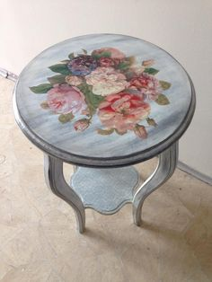 Shabby Chic Decor, Stencil Wood, Furniture Restoration, Refurbished Furniture, Painted Furniture, Refinishing Furniture, Home Decor, Painted Chairs, Decoupage Furniture