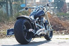 Customized Harley-Davidson Fat Boy with bicolor Vegas Cut wheels by Thunderbike Customs Germany
