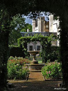 Rosary at Ashridge House, Hertfordshire English Manor Houses, English House, Beautiful Landscapes, Beautiful Gardens, British Garden, Royal Residence, Replant, Garden Features, Climbing Roses