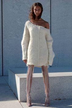 Yeezy Spring 2017 Ready-to-Wear Fashion Show - Wallet Watson - New York Fashion Week Spring Summer 2017 - Bxy Frey Live Fashion, Fashion Week, Fashion 2017, New York Fashion, Runway Fashion, Fashion Show, Moda Kanye West, Style Kanye West, Yeezy Season 4