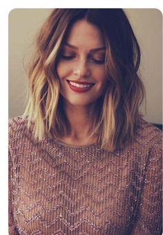 simple but cool bob hairstyles Pelo Midi, Medium Hair Styles, Short Hair Styles, Hair Medium, Bob Styles, Cute Hair Cuts Short, Updo Styles, Pixie Styles, Short Hair Cuts For Women