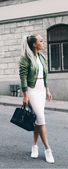 White Sneaker Outfits 132
