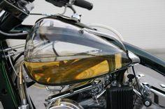 バイクのタンクを透明にしたら尿瓶にしか見えなくなった