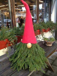 Granristomte Outdoor Gnome MyKingList com Christmas Planters, Christmas Tree Topiary, Christmas Gnome, Rustic Christmas, Scandinavian Christmas Decorations, Outdoor Christmas Decorations, Christmas Crafts, Christmas Ornaments, All Things Christmas