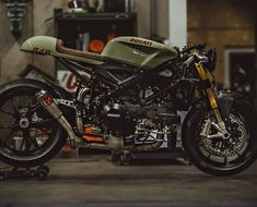 Radical 848 EVO Cafe Racer. (4 pics) Courtesy & Build: @nctmotorcycles Photo: @pege78 #ducati #杜卡迪 #ducatistagram #panigale #caferacer #photography