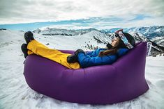 Lamzac Hangout is a Dutch product that may very well be the outdoorsman's new best friend. It´s in fact an inflatable bed that features a special system that allows you to inflate it in seconds and quite easily. You´ll be able to chill, rest or even