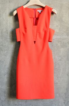 Gorgeous color for summer, i love that its got a deep v neck but the bandeau top keeps it classy even with the cutouts. Love this dress