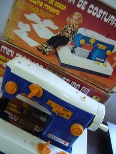 1978 da maquina de costura da Boneca Susi Nostalgia, Sweet Memories, Old Toys, Mini, Childhood Memories, Diy And Crafts, Old Things, Sewing Machines, Dolls