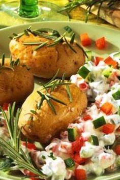 Rosmarin-Kartoffeln mit Paprika-Gurken-Quark, in 2019 Rosemary Potatoes, Vegetarian Recipes, Healthy Recipes, Healthy Drinks, Food To Make, Clean Eating, Brunch, Food And Drink