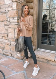 Casual Shopping Outfit, Casual College Outfits, Summer Outfits For Moms, Sporty Outfits, Mom Outfits, Athletic Outfits, Cute Casual Outfits, Fashion Outfits, Sneaker Outfits Women