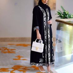 For the love of white ☁️ Muslim Women Fashion, Islamic Fashion, Niqab Fashion, Fashion Dresses, New Abaya Style, Mode Abaya, Abaya Designs, Pakistan Fashion, Islamic Clothing