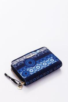 a180bfea99bb Divatos, kék színű, virág motívumos Desigual női pénztárca. 2 rekeszes  aprótartója cipzárral,