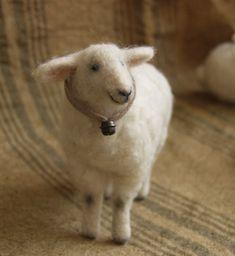 needle-felted sheep, he is so cute! I wish I knew how to felt. Needle Felted Animals, Felt Animals, Wet Felting, Needle Felting, Sheep And Lamb, Felt Mouse, Art Textile, Textiles, Felting Tutorials